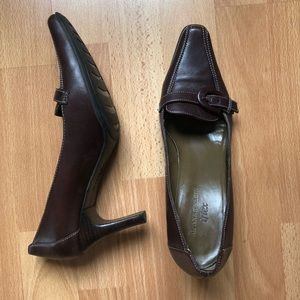 ANNE KLEIN square pointy toed brown leather heels